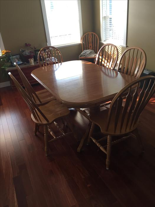 Solid oak dining room table outside victoria victoria for Dining room tables kelowna
