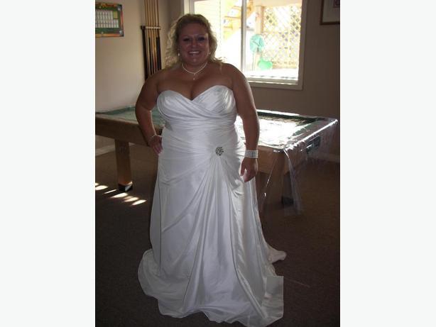 VENUS wedding gown