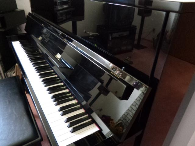 Yamaha e116t upright piano south west calgary for Yamaha piano store winnipeg