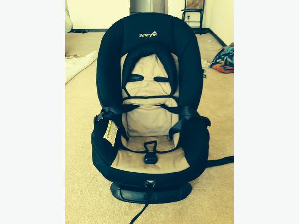 amazing deal selling 3 month old car seat for half price 40 central regina regina mobile. Black Bedroom Furniture Sets. Home Design Ideas
