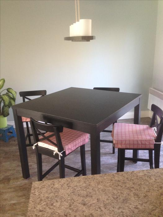 IKEA Bar style dining table and chairs Table et chaises  : 46242869934 from www.usedottawa.com size 525 x 700 jpeg 41kB