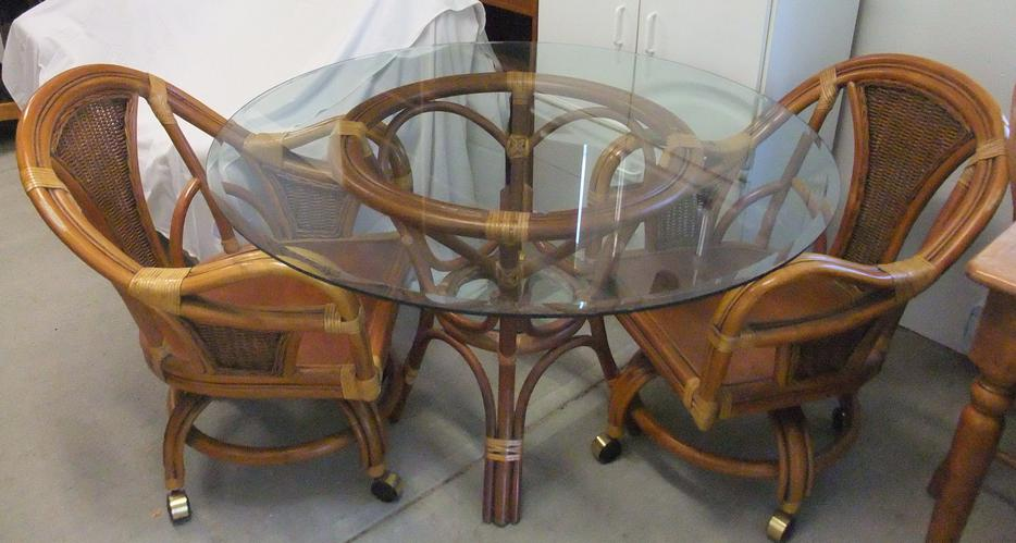 Glass and rattan table and chairs Duncan Cowichan MOBILE : 46250530934 from www.usedcowichan.com size 934 x 499 jpeg 65kB