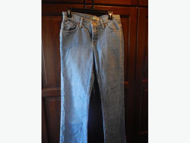 NEW Women's Wrangler Jeans North West, Calgary