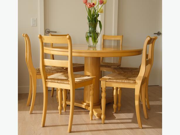 Solid Hard Wood Pedestal Dining Table and 6 Chairs  : 46288015614 from www.usedvictoria.com size 614 x 461 jpeg 31kB
