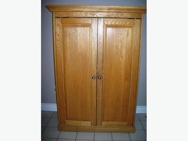 oak armoire rideau township ottawa. Black Bedroom Furniture Sets. Home Design Ideas