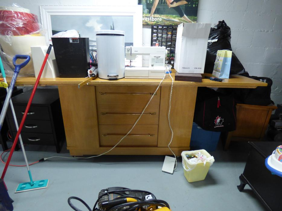 Free super large sewing and craft table aylmer sector for Super u table exterieur