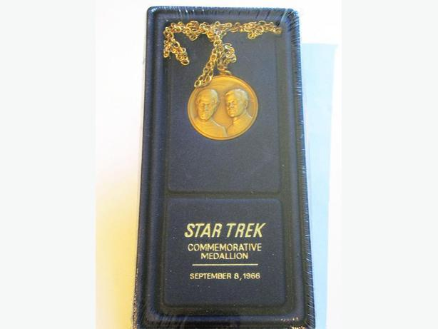 STAR  TREK  COMMEMORATIVE MEDALLION ( STAR  TREK  LIVES )