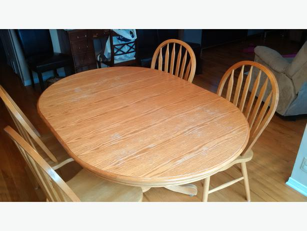 Solid oak dining table 4 chairs leaf orleans ottawa for Solid oak dining table with leaf