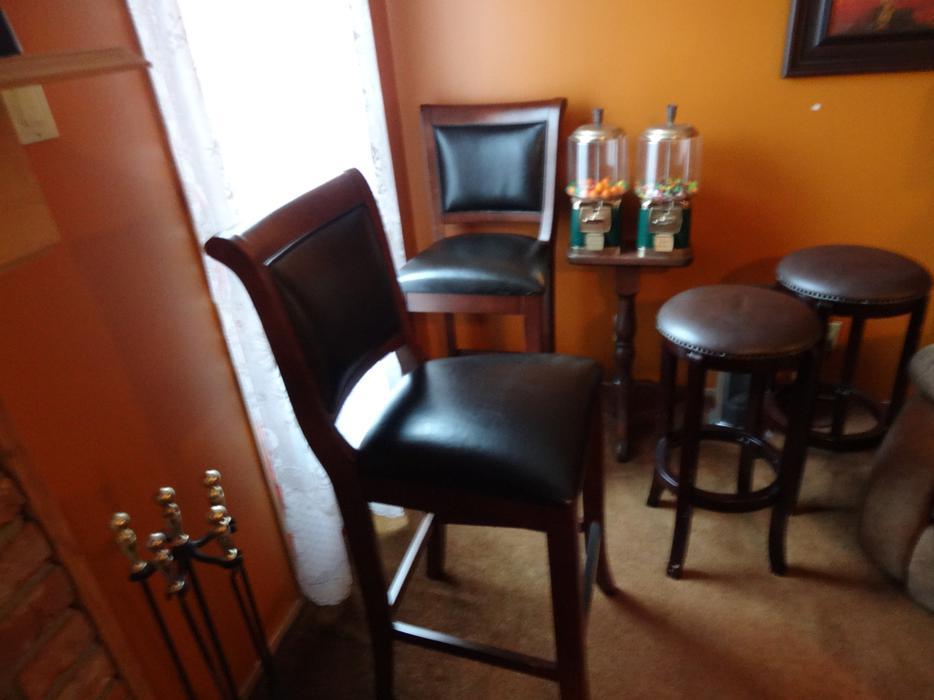 Mahogany Bar Set Esquimalt amp View Royal Victoria MOBILE : 46362240934 from www.usedvictoria.com size 934 x 700 jpeg 54kB