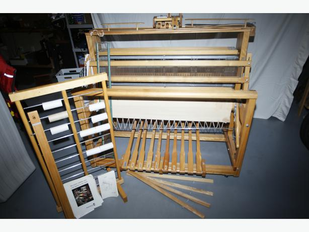 Leclerc Nilus Jack 8 Harness 45 Inch Floor Loom Outside