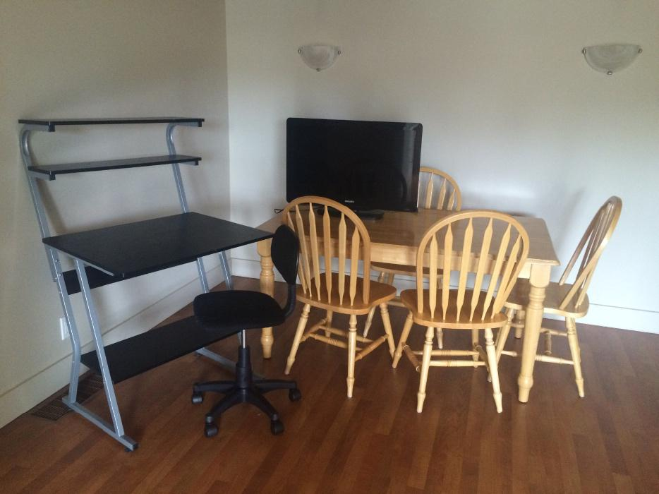 Tv dining table and student desk saanich victoria mobile for Dining table tv