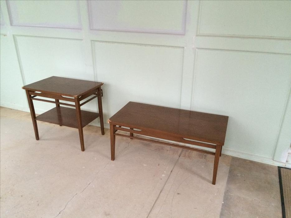 Free matching coffee table and end table south regina regina for Matching coffee table and side table