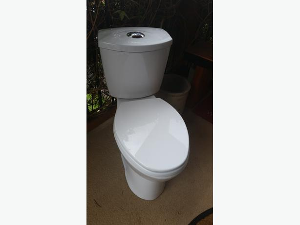 1 Year Old Low Flow Toilet Chemainus Cowichan