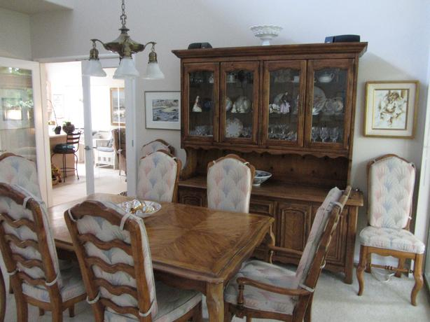 8 Chair Dining Room Suite Parksville Nanaimo : 46388835614 from www.usednanaimo.com size 614 x 460 jpeg 42kB