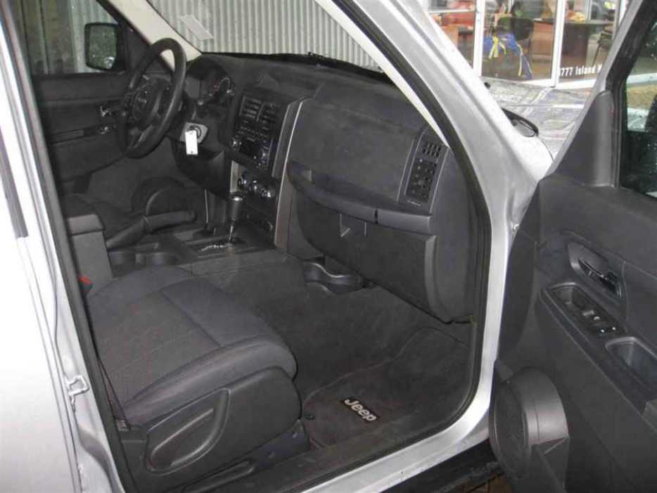 2012 jeep liberty north nanaimo parksville qualicum beach. Black Bedroom Furniture Sets. Home Design Ideas