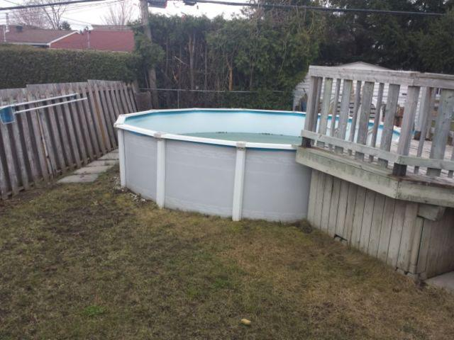 Swimming pool with all accessories piscine gatineau sector for Piscine gatineau