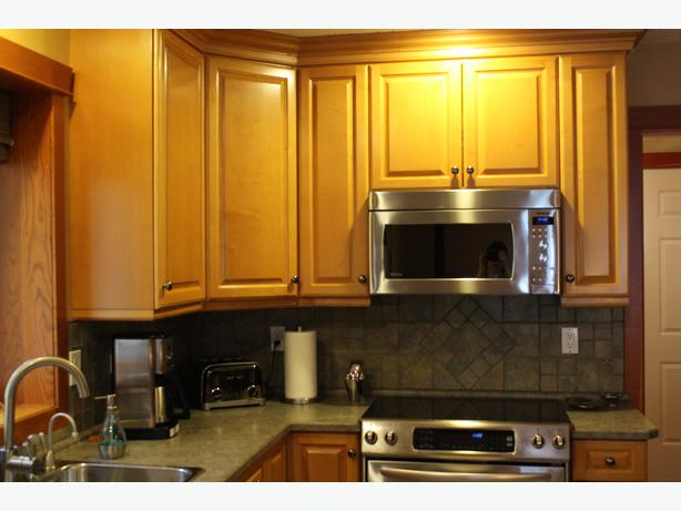 kitchen cabinets qualicum beach countertops and wood cabinets south nanaimo parksville 21048