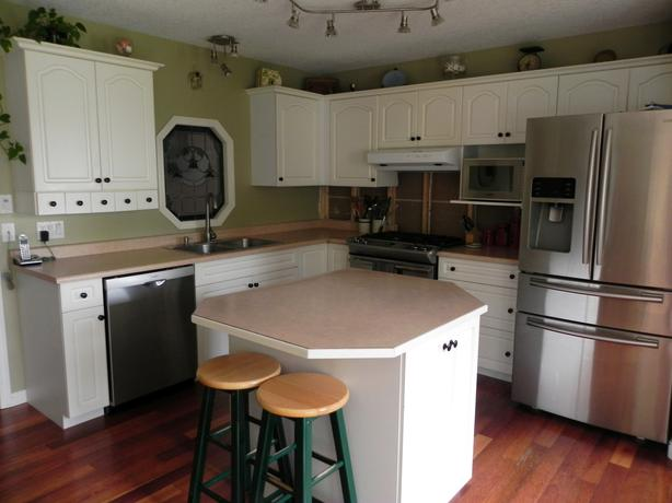 used white kitchen cabinets standard white kitchen cabinets central nanaimo nanaimo 6743