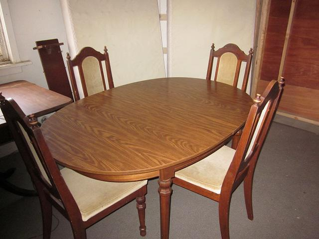 Good condition dining room table 5 chairs victoria city for Dining room tables victoria