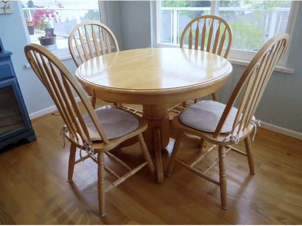 Kitchen table and chairs north nanaimo nanaimo for Solid wood round kitchen table