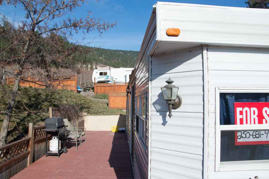 Newly Renovated Park Model RV With Lake View Winfield