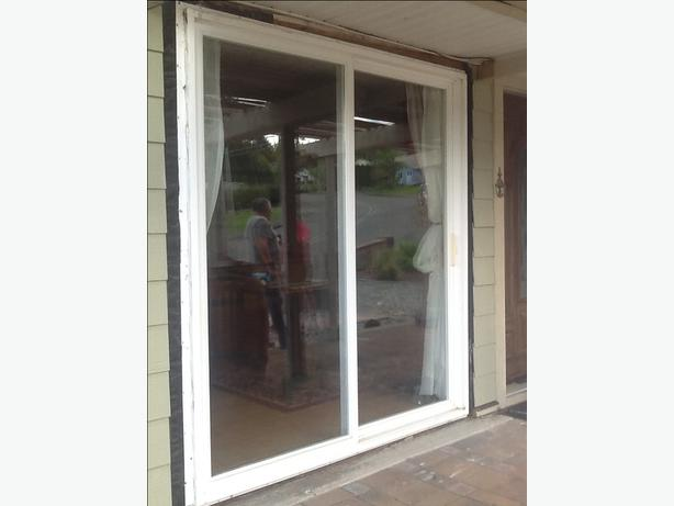 2 x patio sliding doors outside nanaimo nanaimo