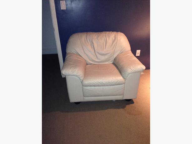Cream leather couch with matching arm chair saanich victoria for Matching arm chairs