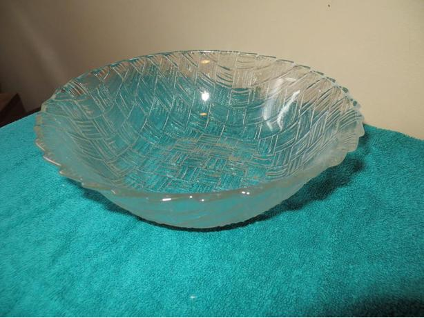 Weave 'look' glass bowl