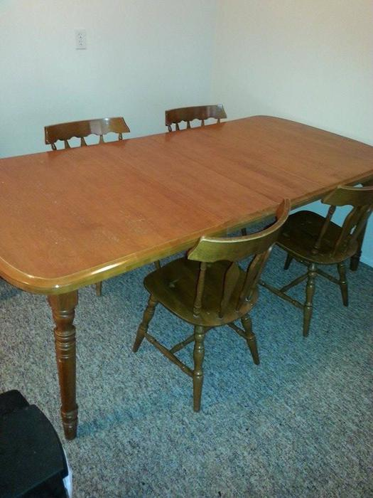 PRICE DROP Solid Wood Dining Room Table 2 Leaves 4 Chairs