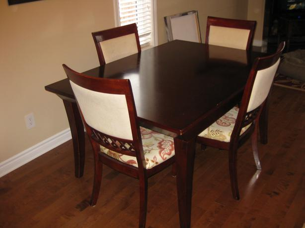 Dining room table extends with 4 chairs gloucester ottawa for Dining room table 42 x 60