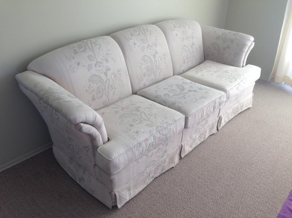 Nice Sofa For Sale Oak Bay Victoria Mobile