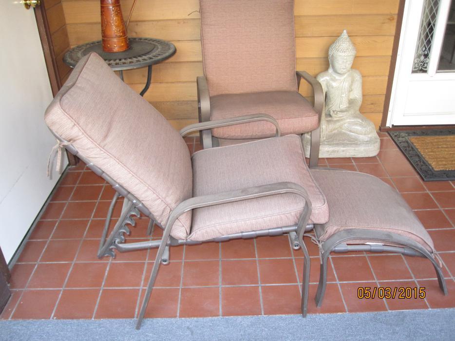 One patio recliner with matching ottoman kelowna kelowna for Outdoor furniture kelowna