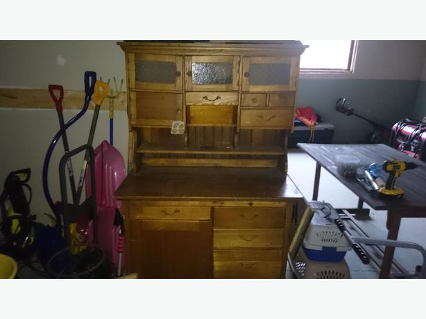 Hamilton Hutch with Flower Bin