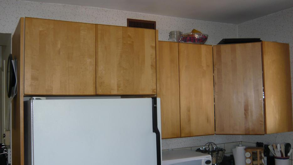 Kitchen cabinets cupboards almost free central for Kitchen cabinets york region