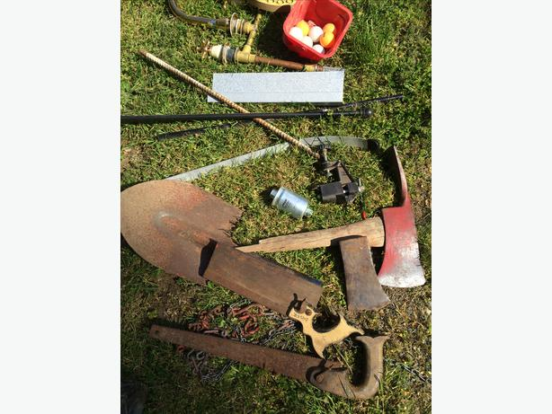 Garden tools south nanaimo nanaimo for Gardening tools required