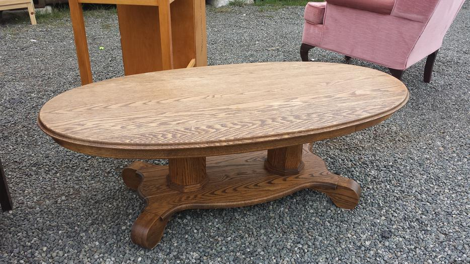 Oak solid oval coffee table central nanaimo parksville for Coffee tables kelowna