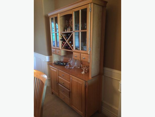 Maple Dining Table For 8 Amp Matching Buffet And Hutch