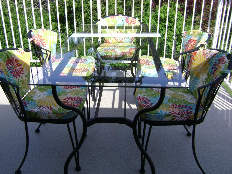 Wrought iron patio dining set cowichan bay cowichan for Used patio dining sets