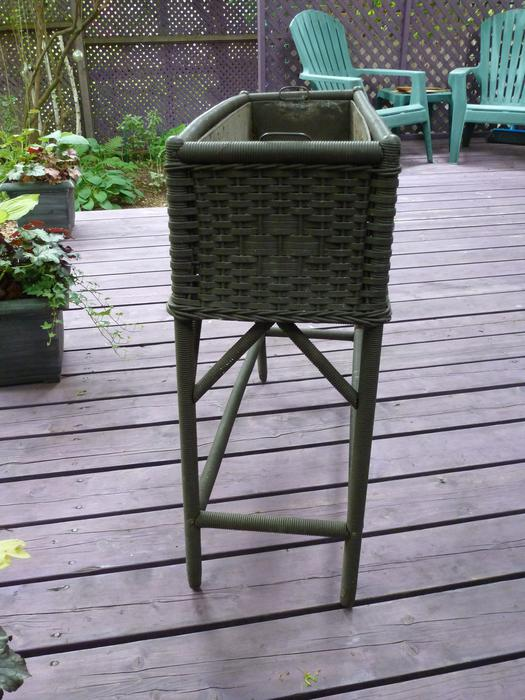Antique Wicker Planter Box On Legs Central Ottawa (inside