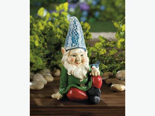 Sitting Gnome Solar Statue Yard Ornament Bird Accent Brand New