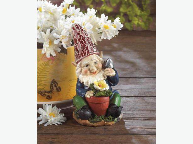 Solar Gnome With Red Hat & Flowerpot Accent Brand New