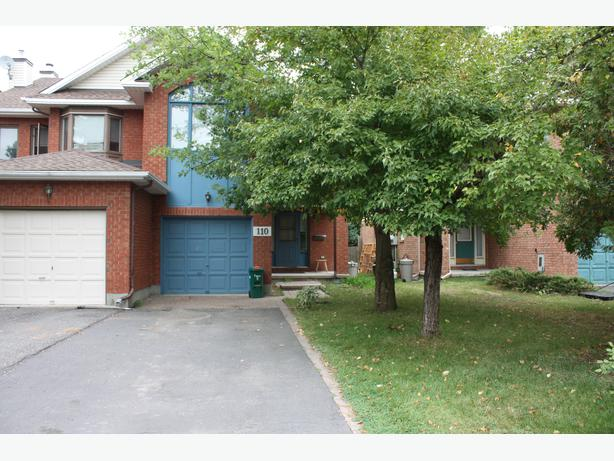CENTREPOINTE - 3 bedroom townhome - Available in Sept!