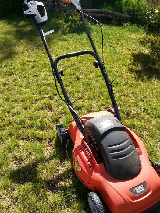 Black Amp Decker Electric Corded Lawn Mower Qualicum Nanaimo