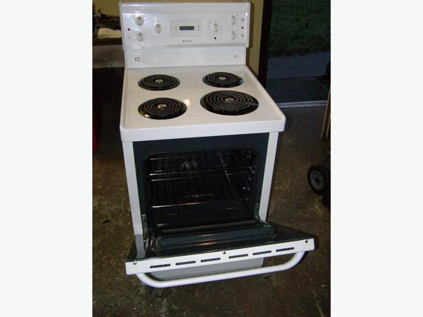 frigidaire apartment size range in excellent working order