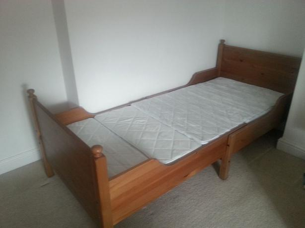 Ikea adjustable single child bed saanich victoria for Childrens single beds ikea