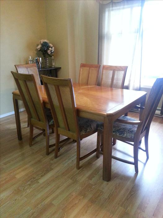 Dining table 6 chairs with extension leaf matching for Dining room tables victoria bc