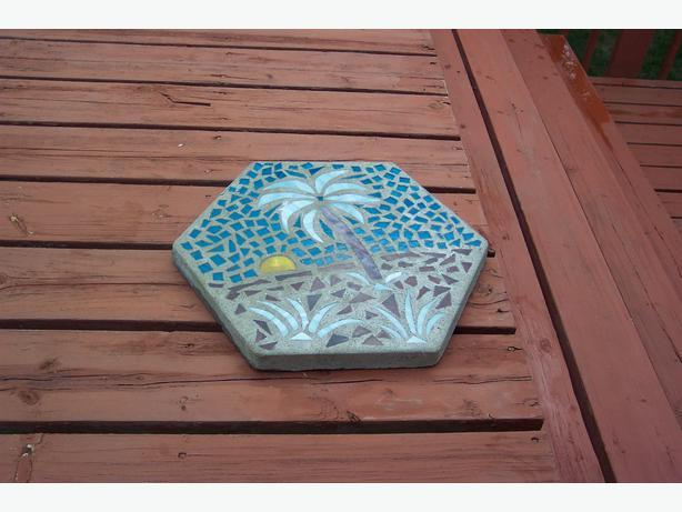 Decorative garden stepping stone orleans ottawa for Decorative garden stones