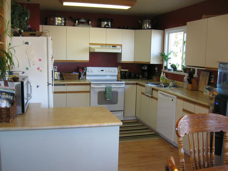 Kitchen cabinets countertops north saanich sidney for Kitchen cabinets york region