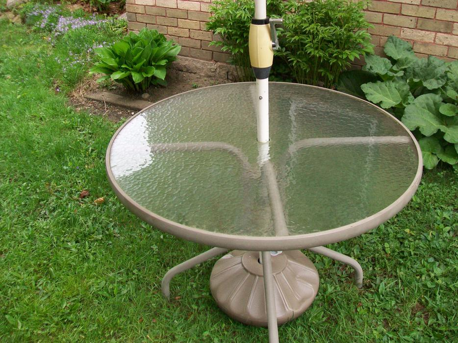BEAUTIFUL PATIO UMBRELLA TABLE BASE CAN DELIVER Rideau Township G