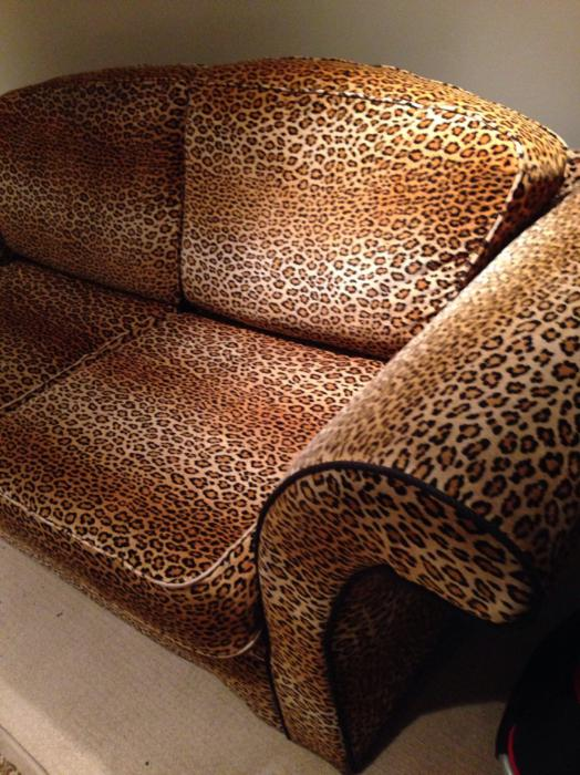 Leopard Print Couch Sofa Burnaby Incl New Westminster Vancouver
